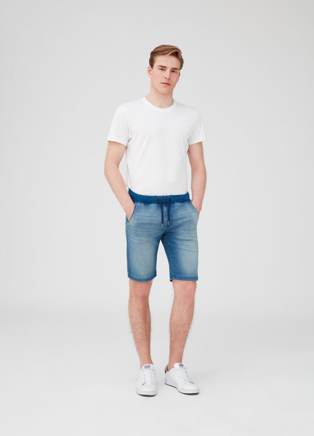 Slim-fit stretch denim shorts with pockets