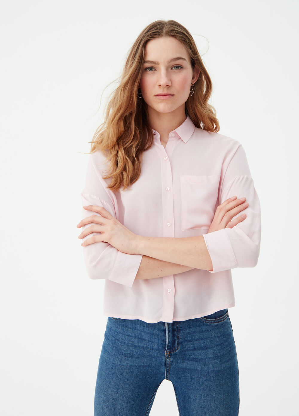 Solid colour boxy shirt in 100% viscose