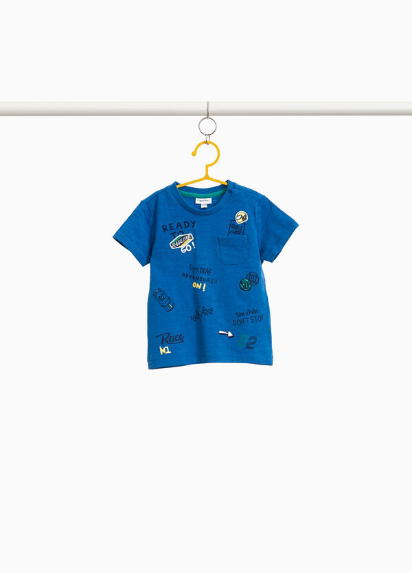 T-shirt with lettering pattern and patches