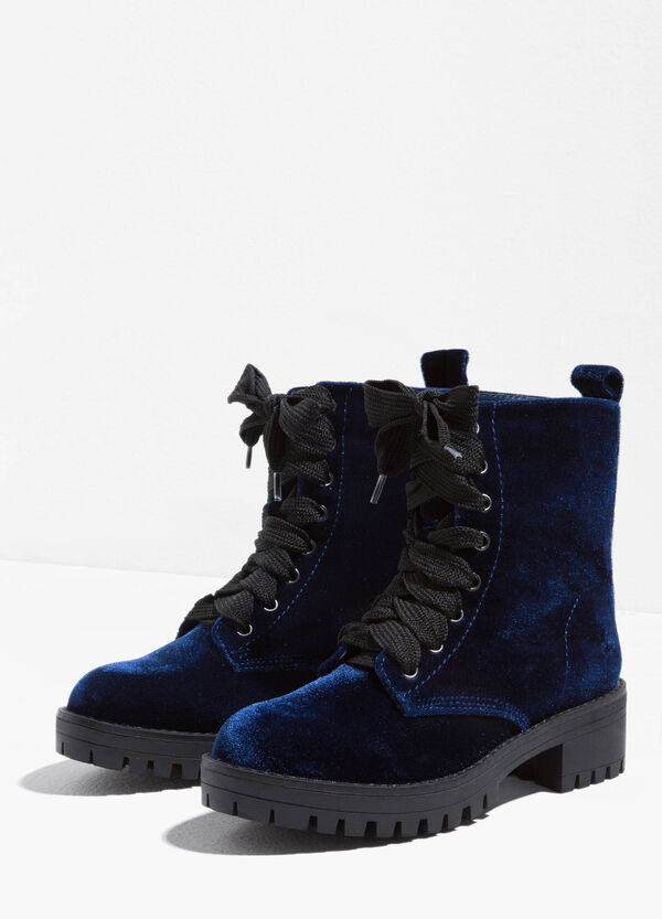Velour combat boots with thick tread sole | OVS