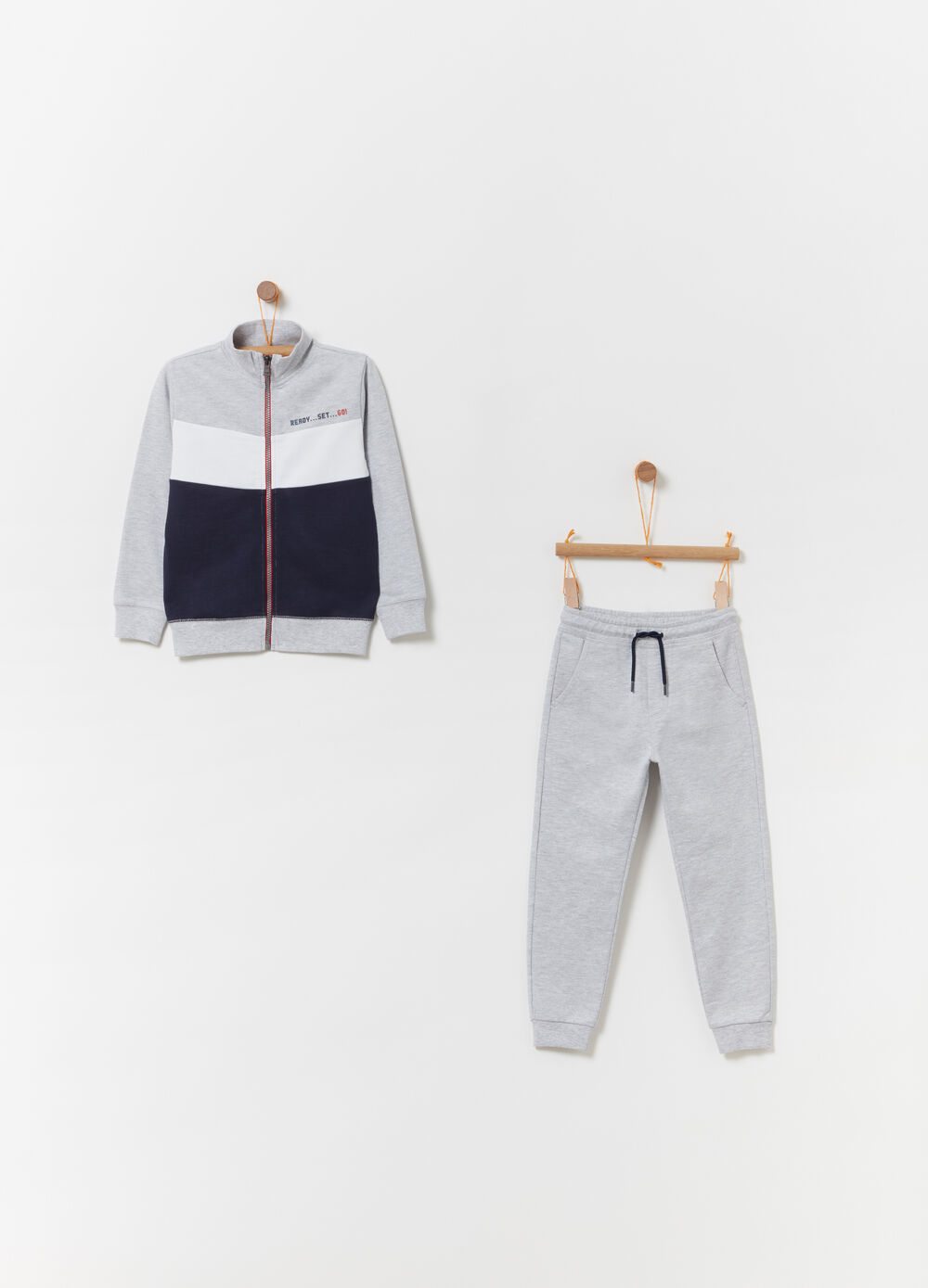 Jogging set with trousers with drawstring