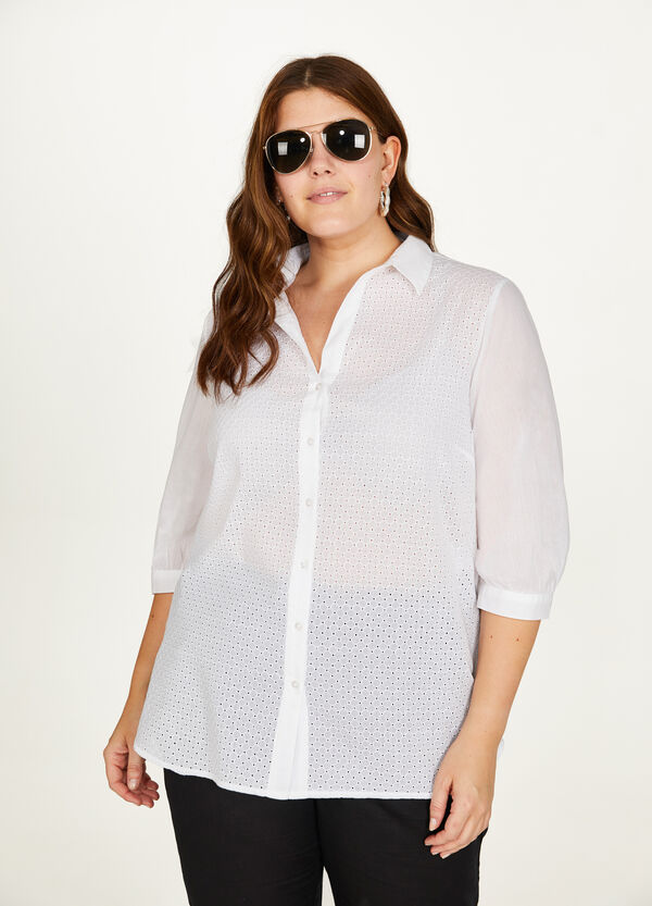 Curvy lace shirt with three-quarter sleeves