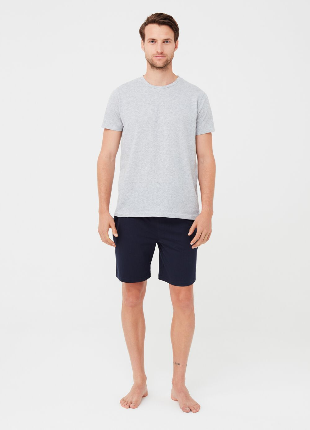 Bermuda shorts and T-shirt pyjamas with round neckline