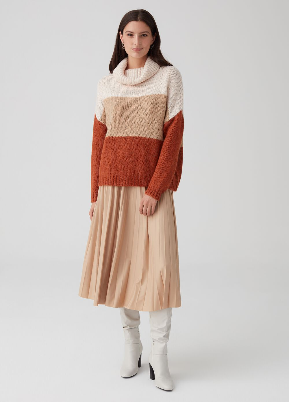 Knitted colourblock top with high neck