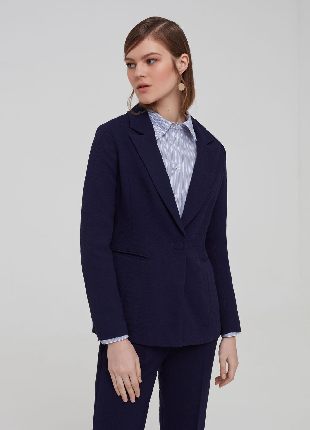Solid colour blazer with pockets