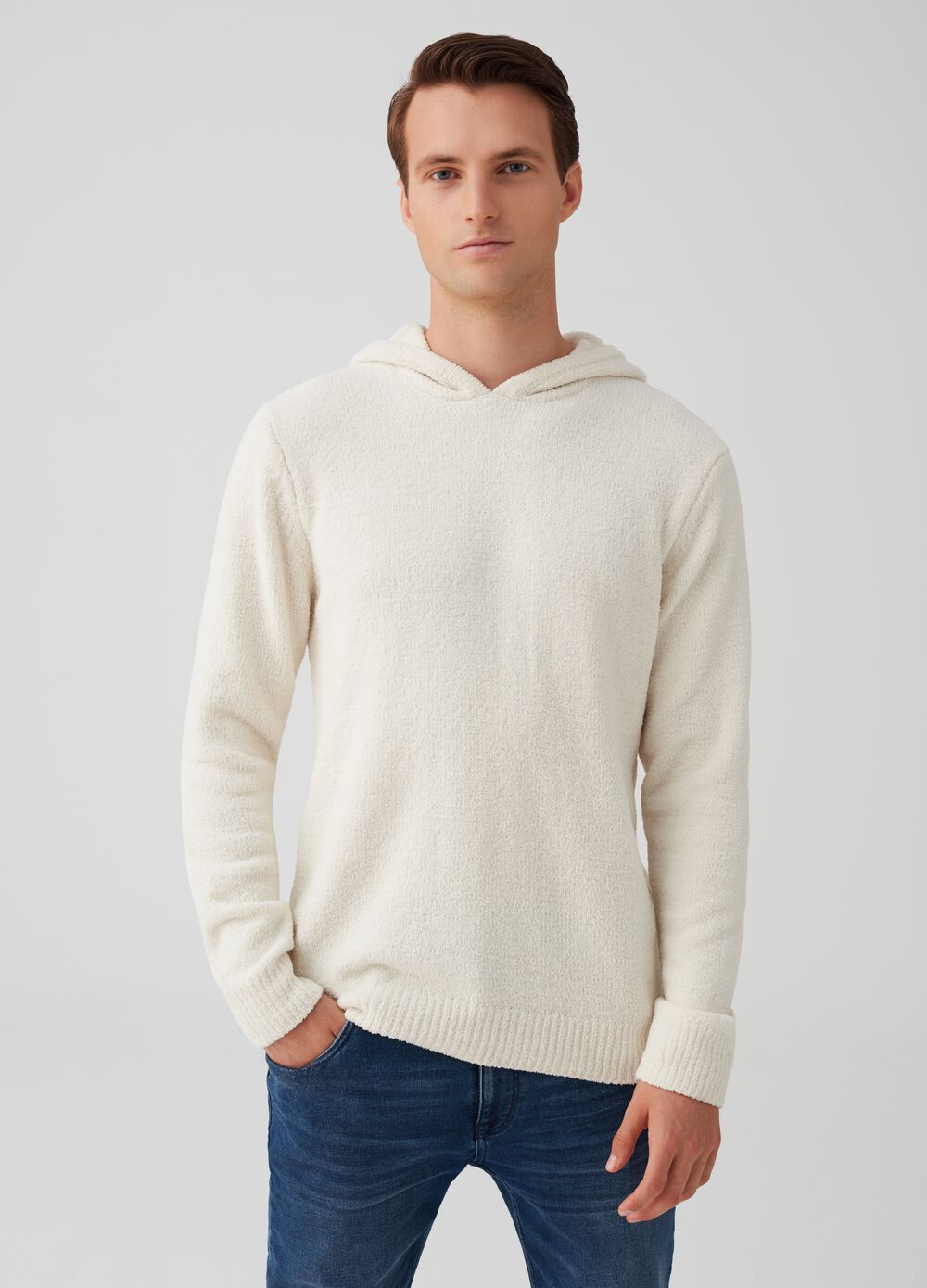 Solid colour pullover with hood