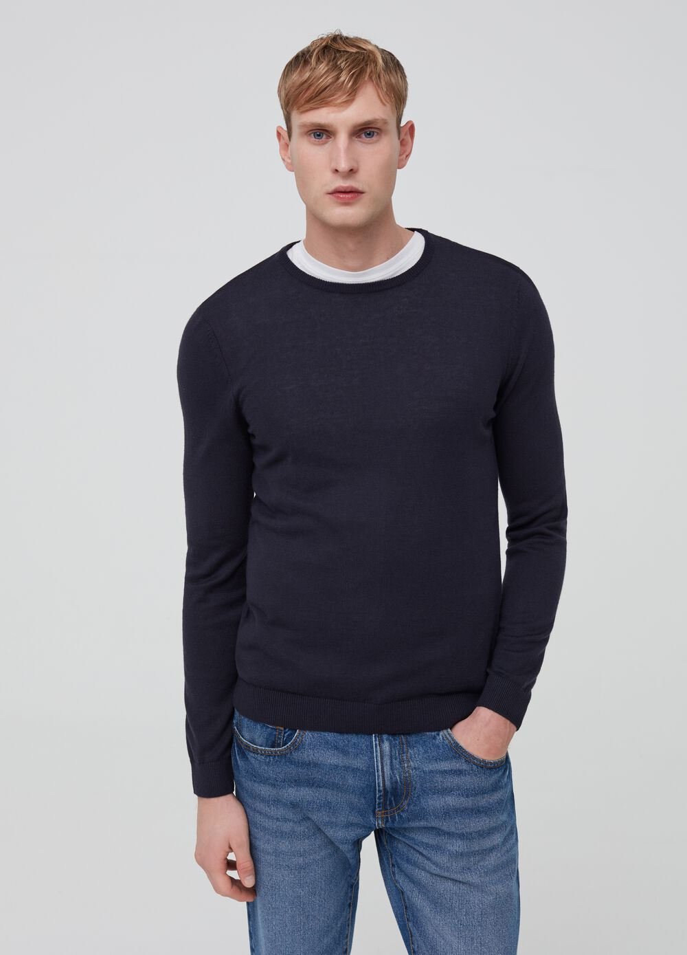 Knitted pullover with round neck
