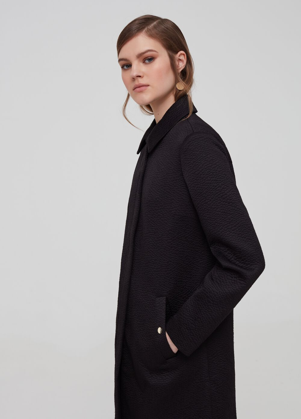 Solid colour coat with collar