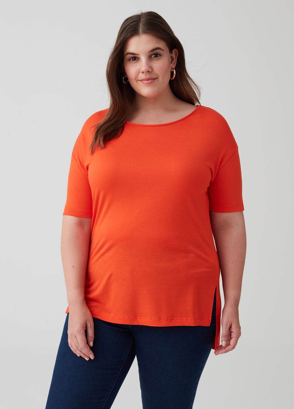 Curvy 100% viscose T-shirt with splits