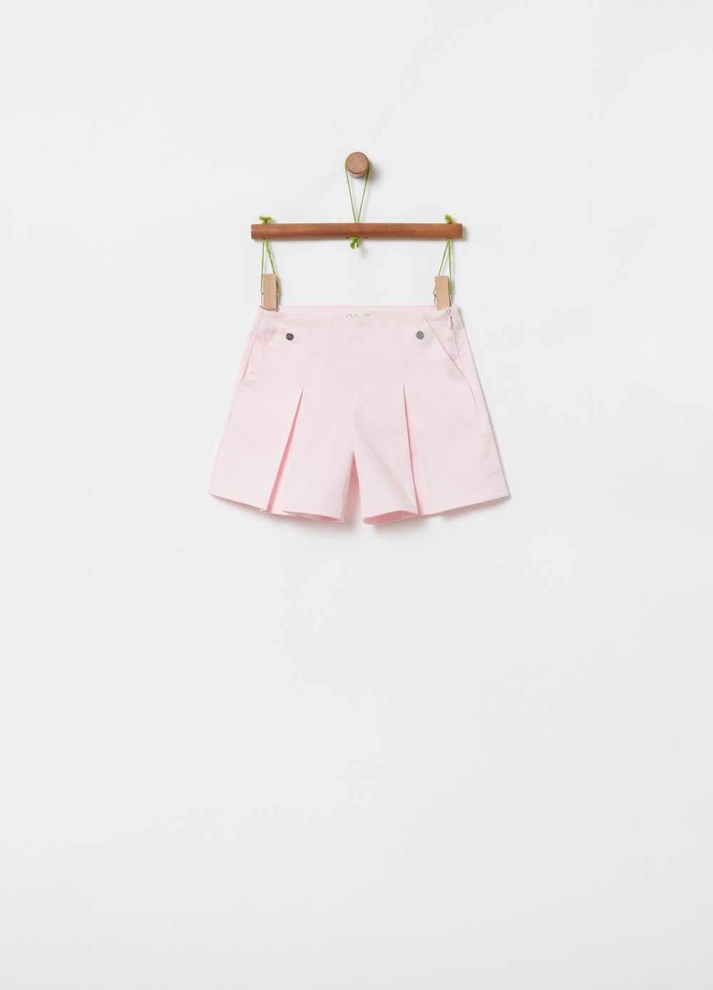 Stretch shorts with pockets and zip