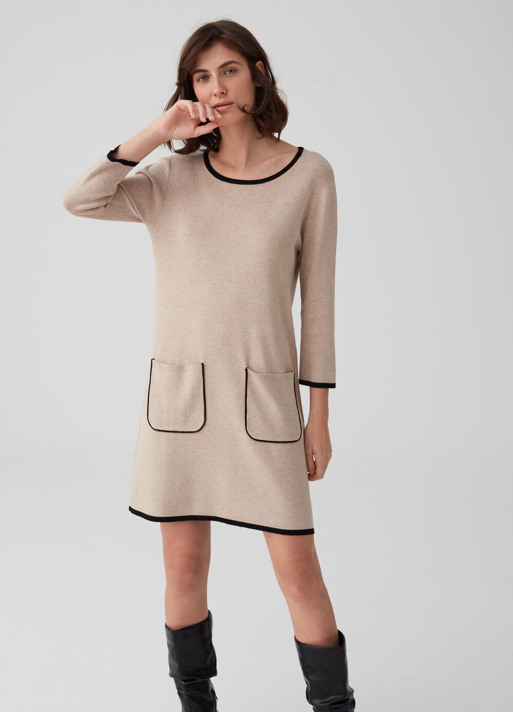 Knitted dress with pockets and ribbing