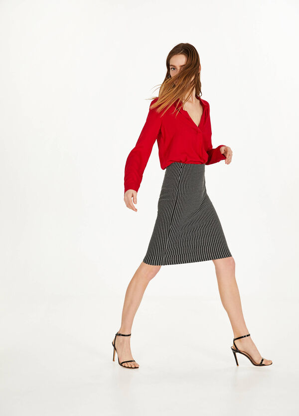 Pencil skirt with geometric pattern