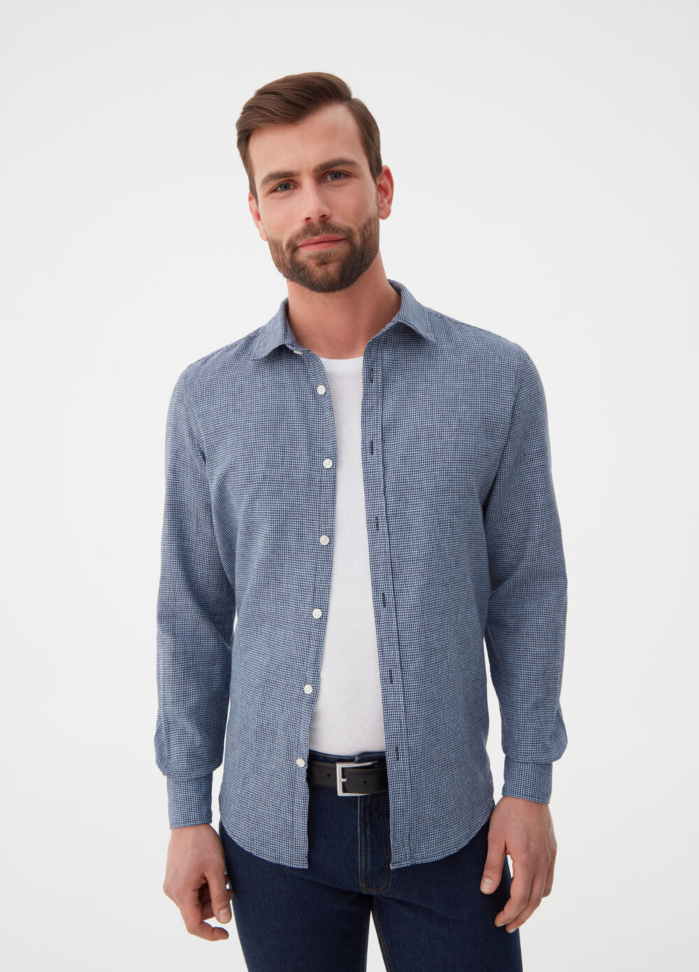 Regular-fit shirt with micro checks.