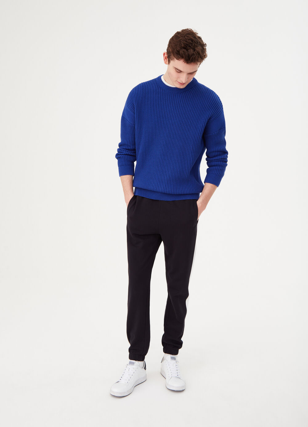 Trousers in 100% cotton with contrasting bands