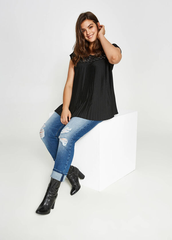 Curvy blouse with eyelets in viscose   OVS