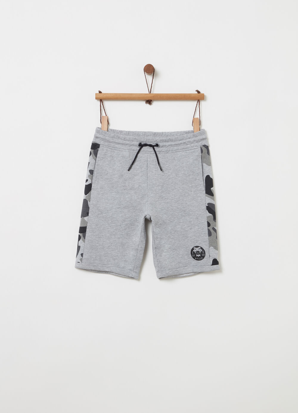 Mélange shorts with camouflage bands