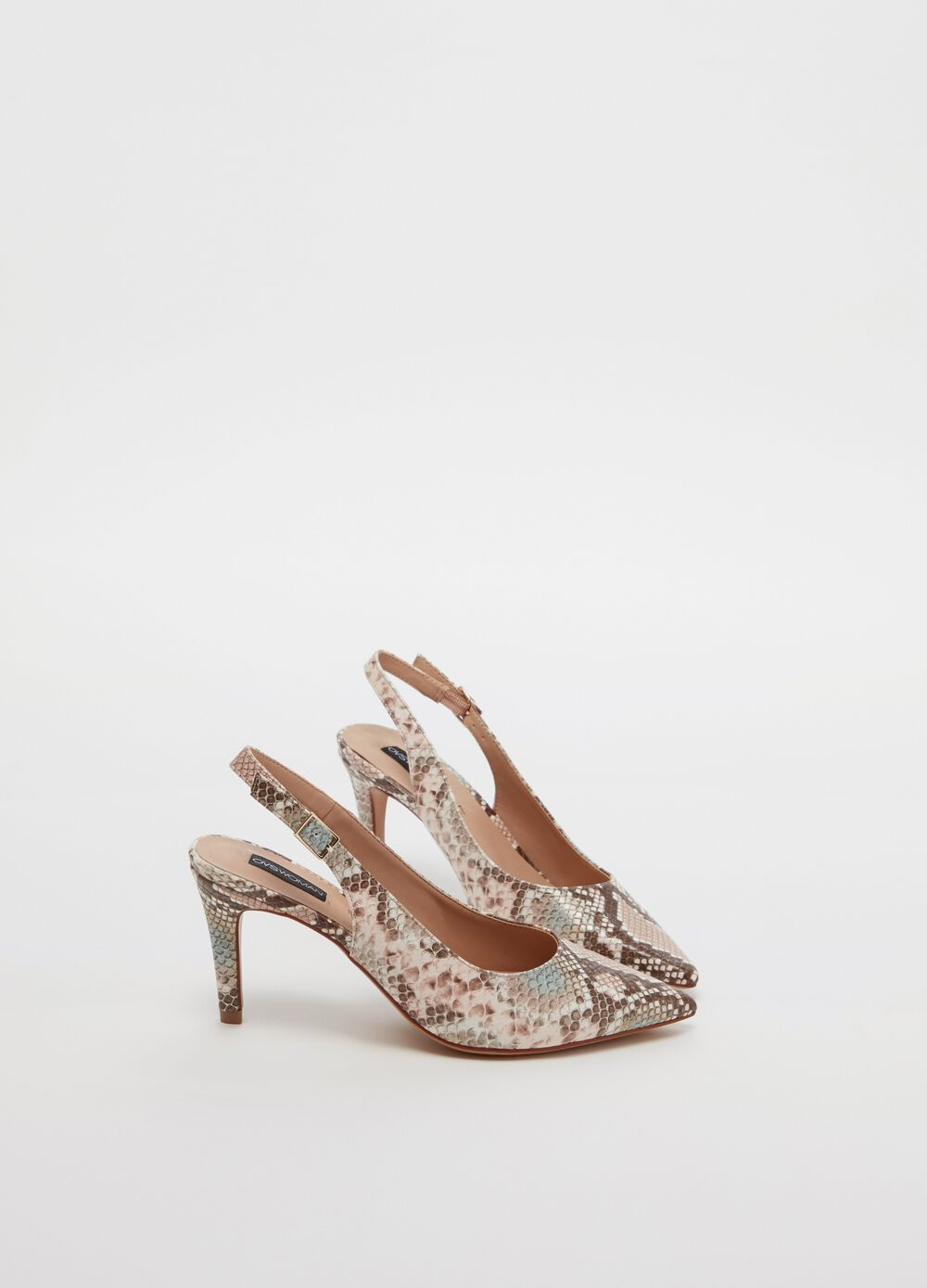 Court shoe with snakeskin pattern