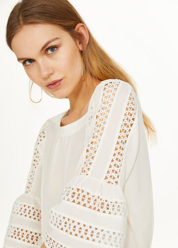 Blouse with three-quarter sleeves and embroidery