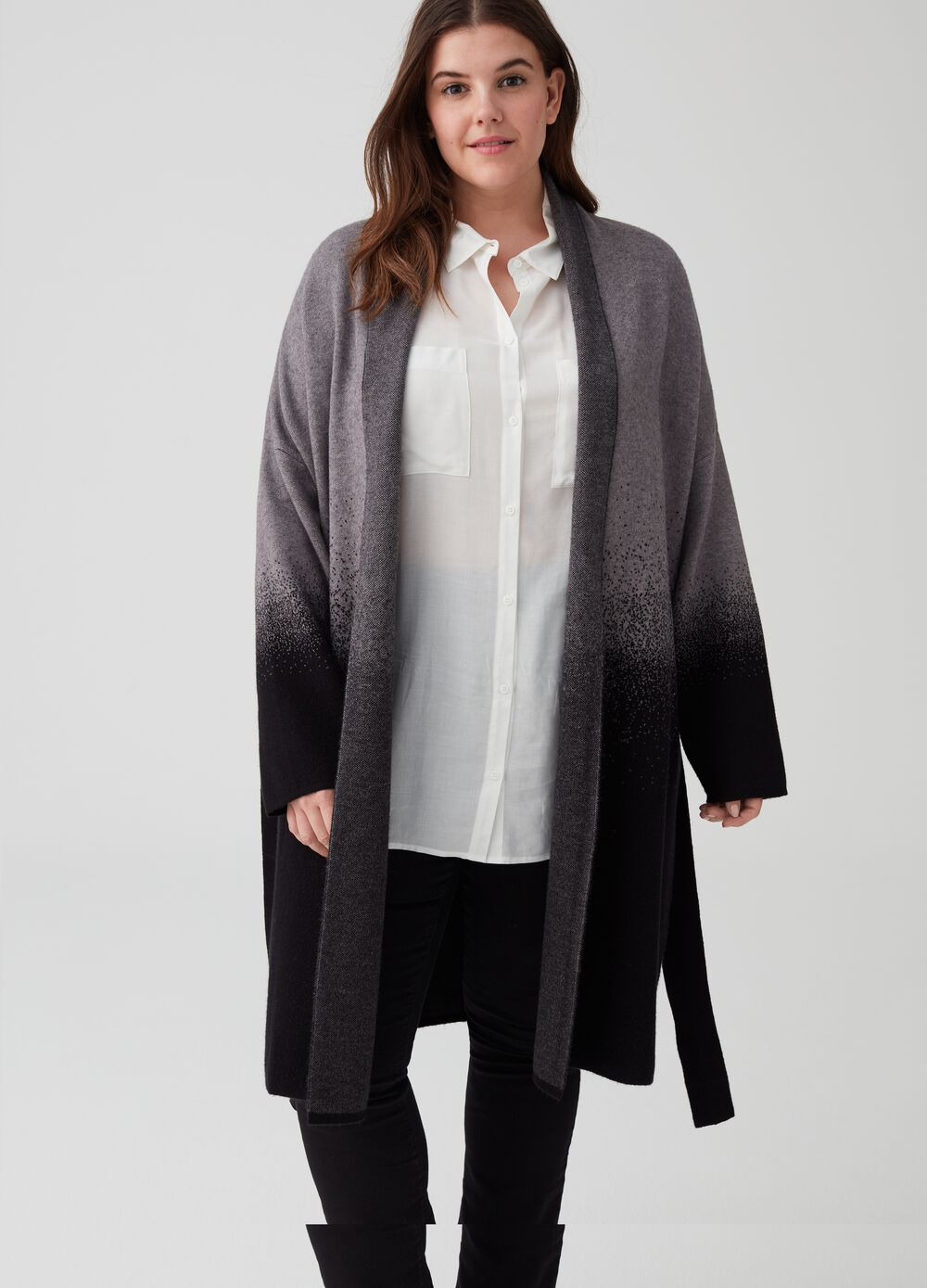 Curvy coat with degradé belt