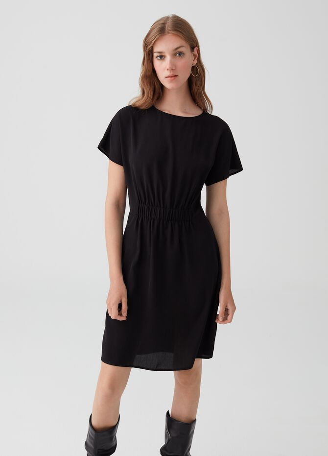 Short dress with smocking and short sleeves.