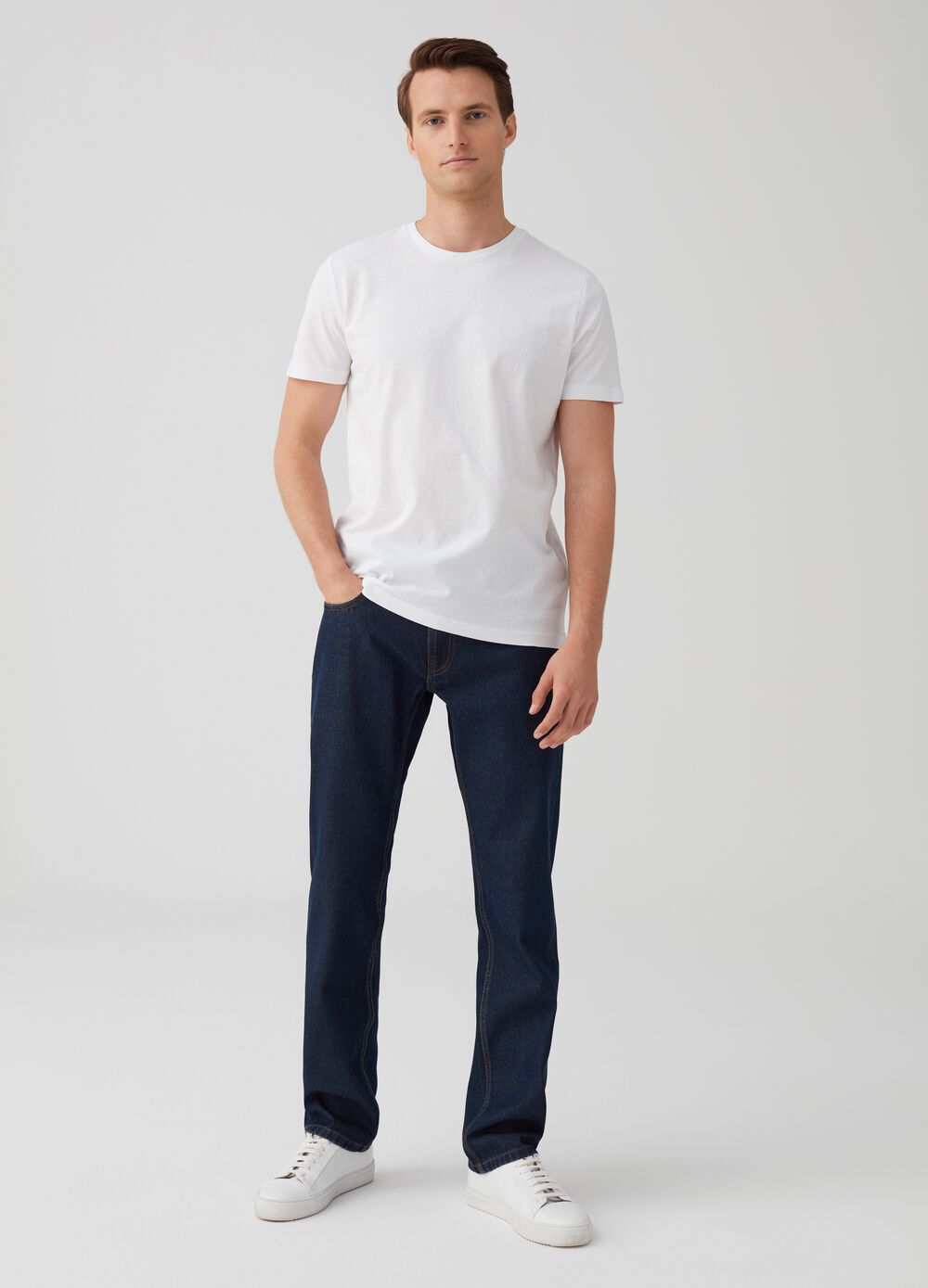 Solid colour regular-fit jeans