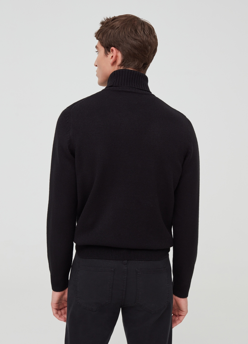 High-necked pullover with ribbing image number null