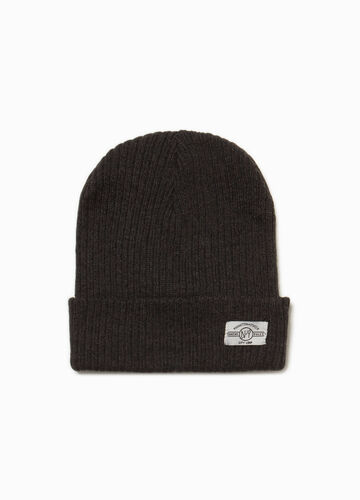 Knitted beanie cap with patch