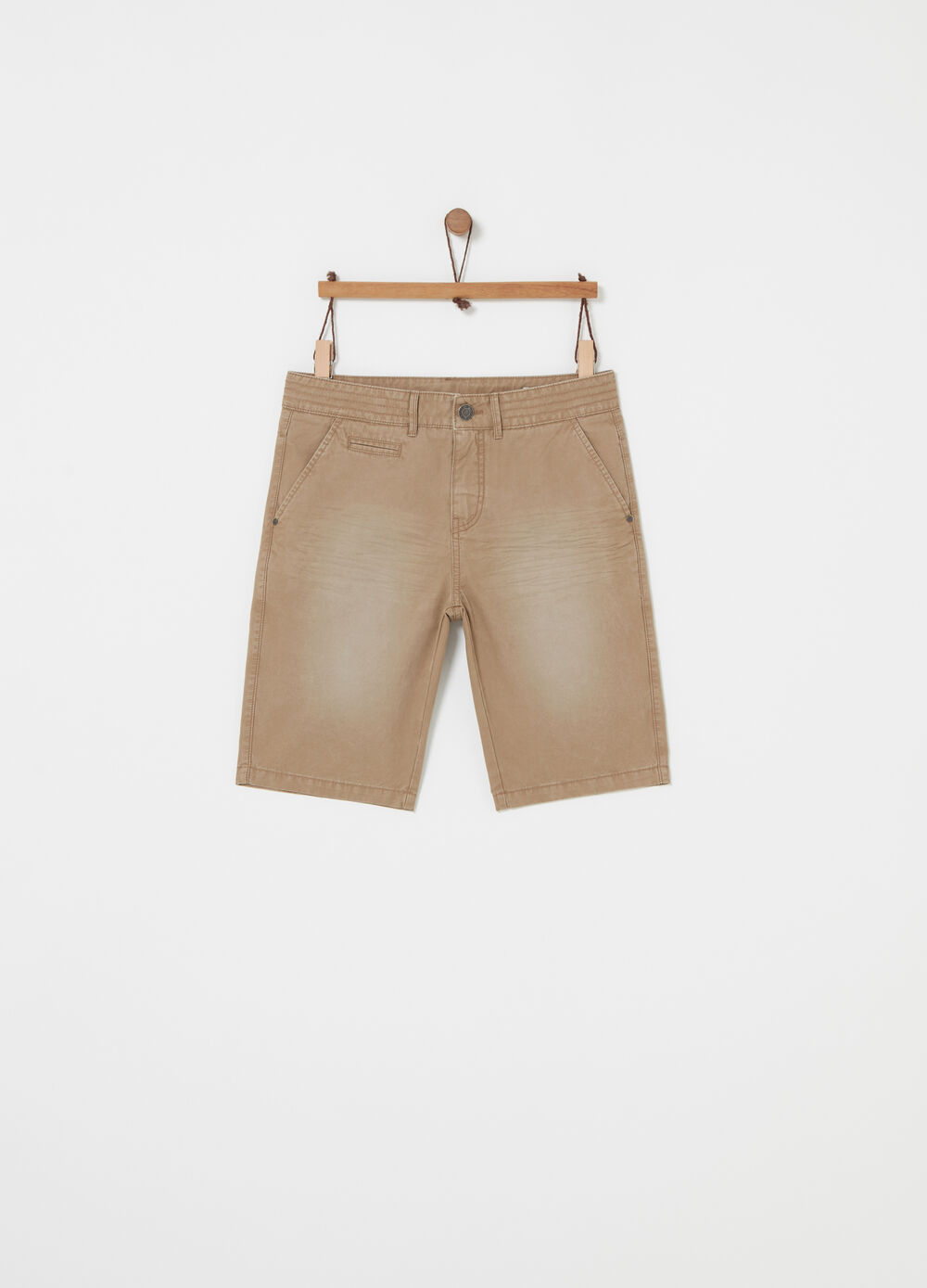 Short chinos in 100% cotton twill