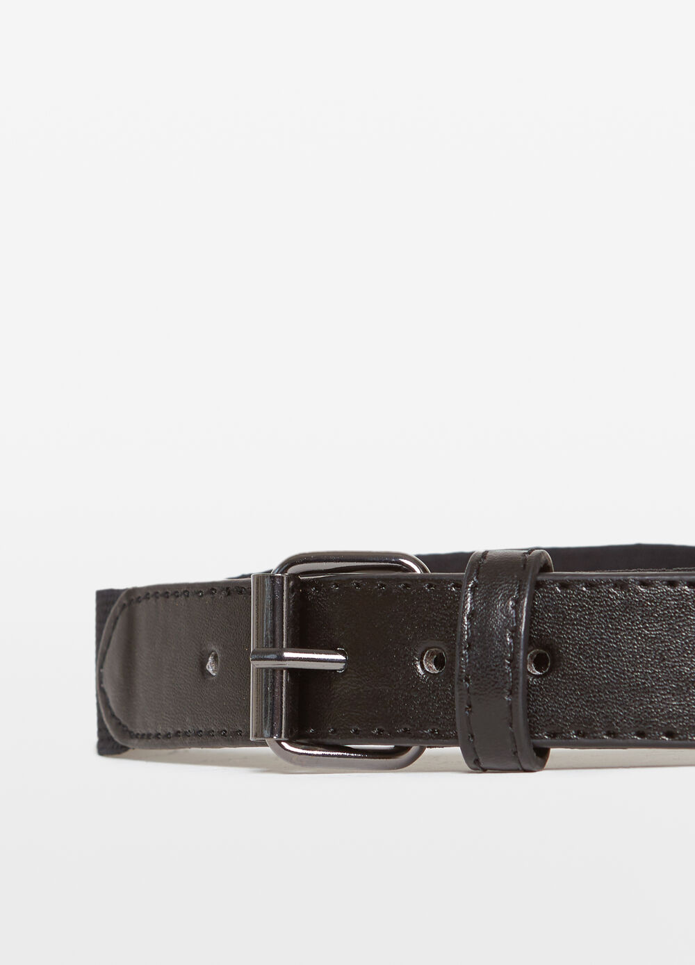 Belt with woven design and inserts