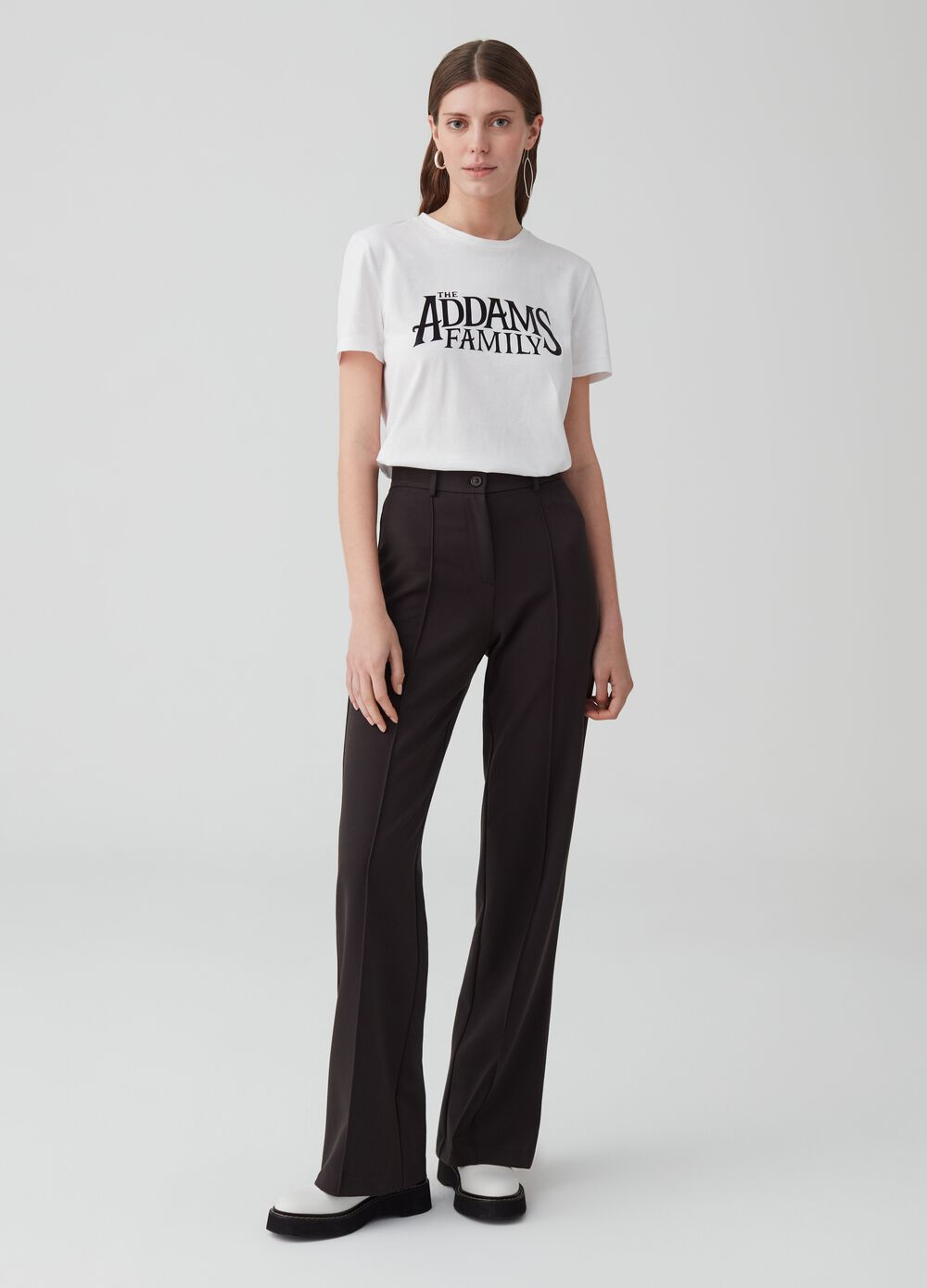 Stretch trousers with button