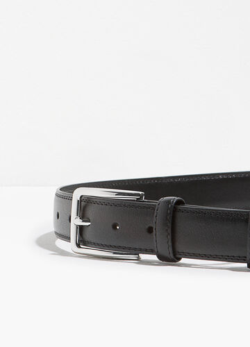 Textured belt with buckle
