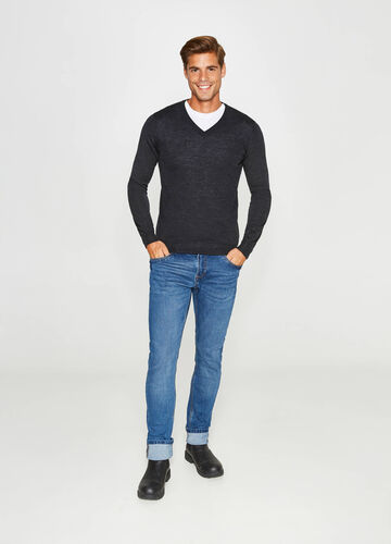 V-neck knitted pullover in 100% wool