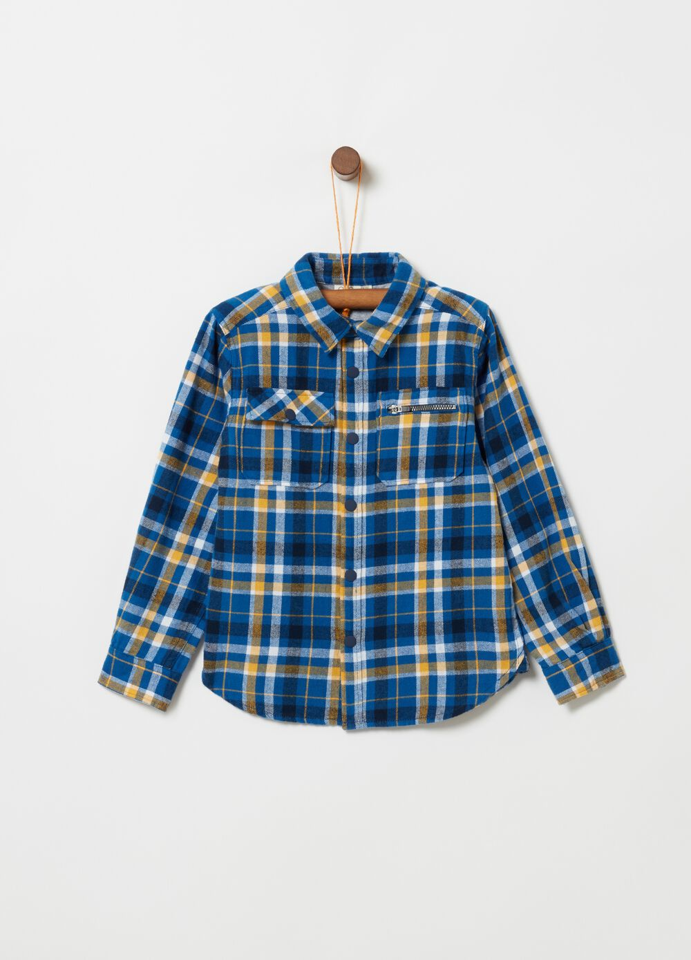 Shirt with pockets and check pattern