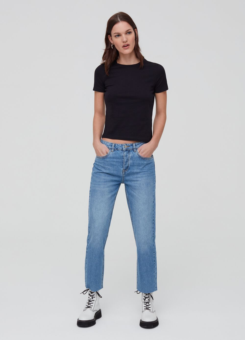 Five-pocket, straight-fit jeans.