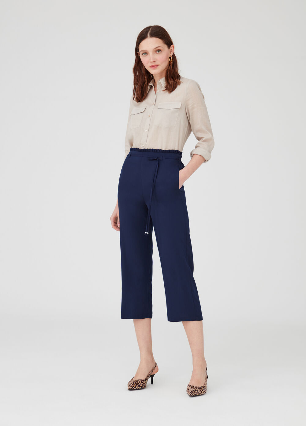 Crop trousers in crepe with strap and pockets