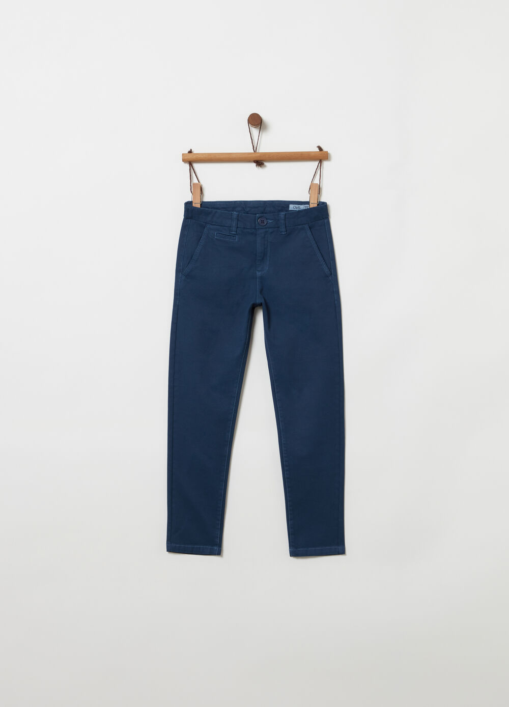 Slim-fit chino trousers with pockets