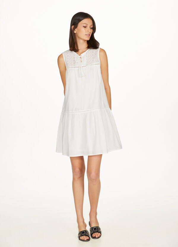 Sleeveless dress with lace insert