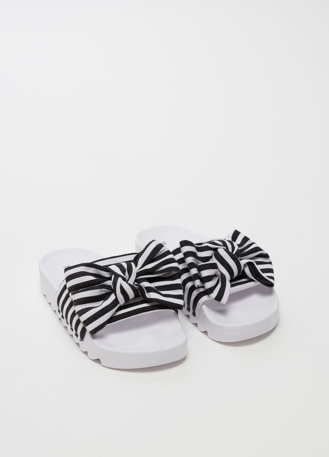 Slippers with strap and striped bow