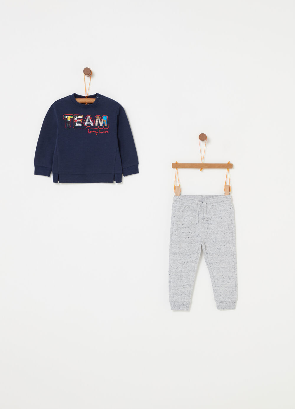 Jogging set with Looney Tunes patches