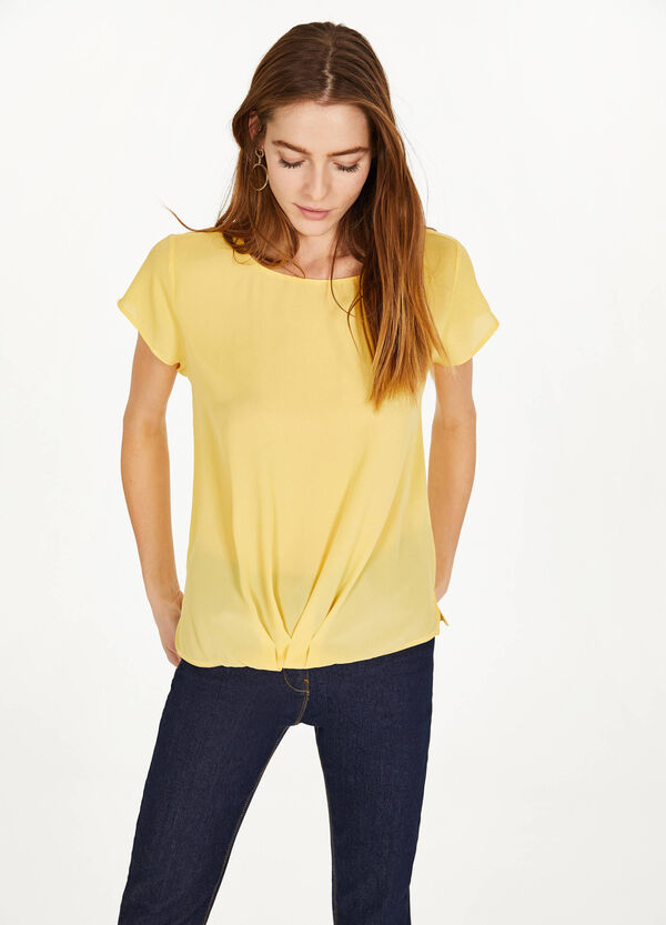 Solid colour blouse with gathered hem