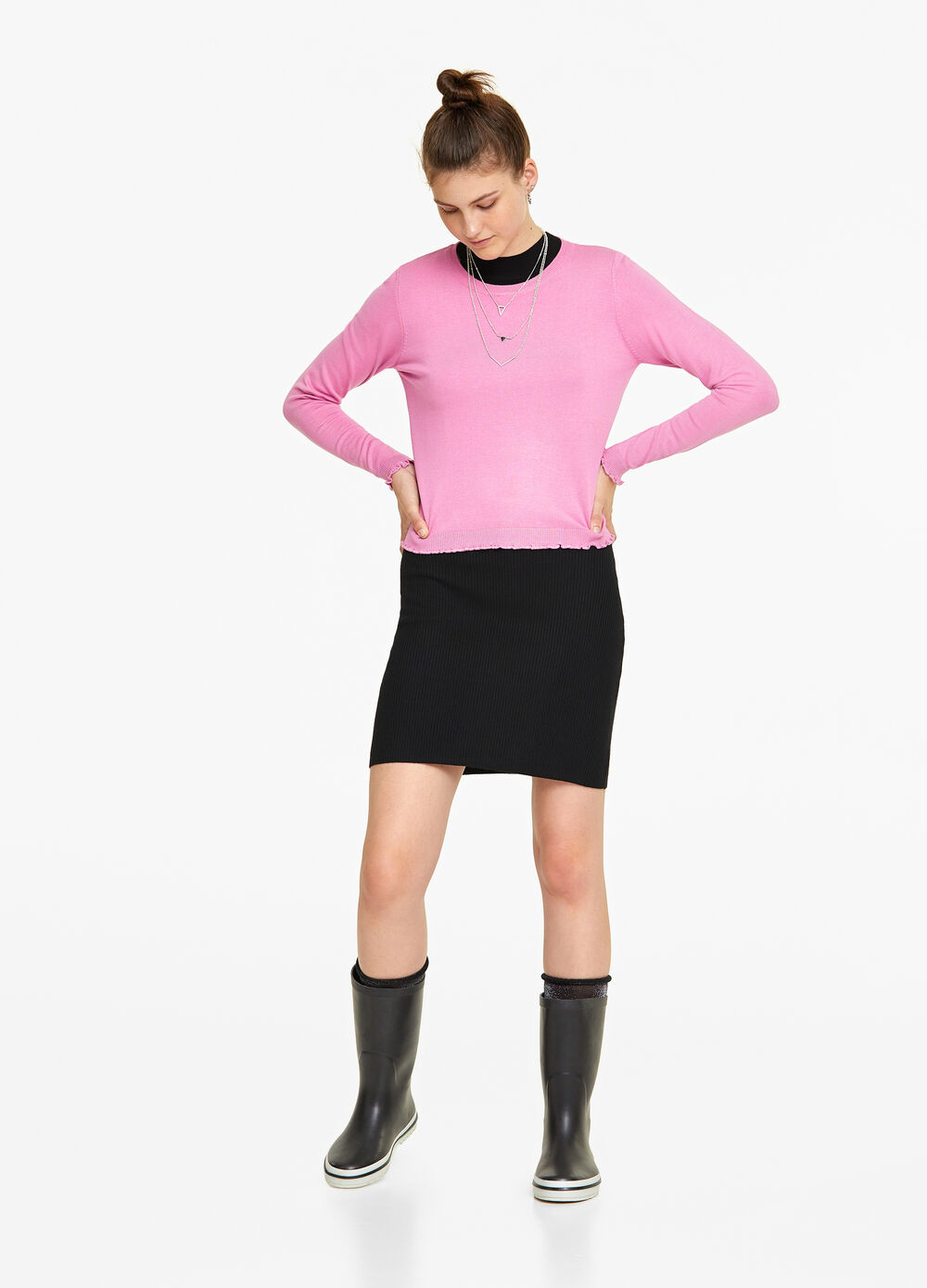 Knitted pullover with wavy trim