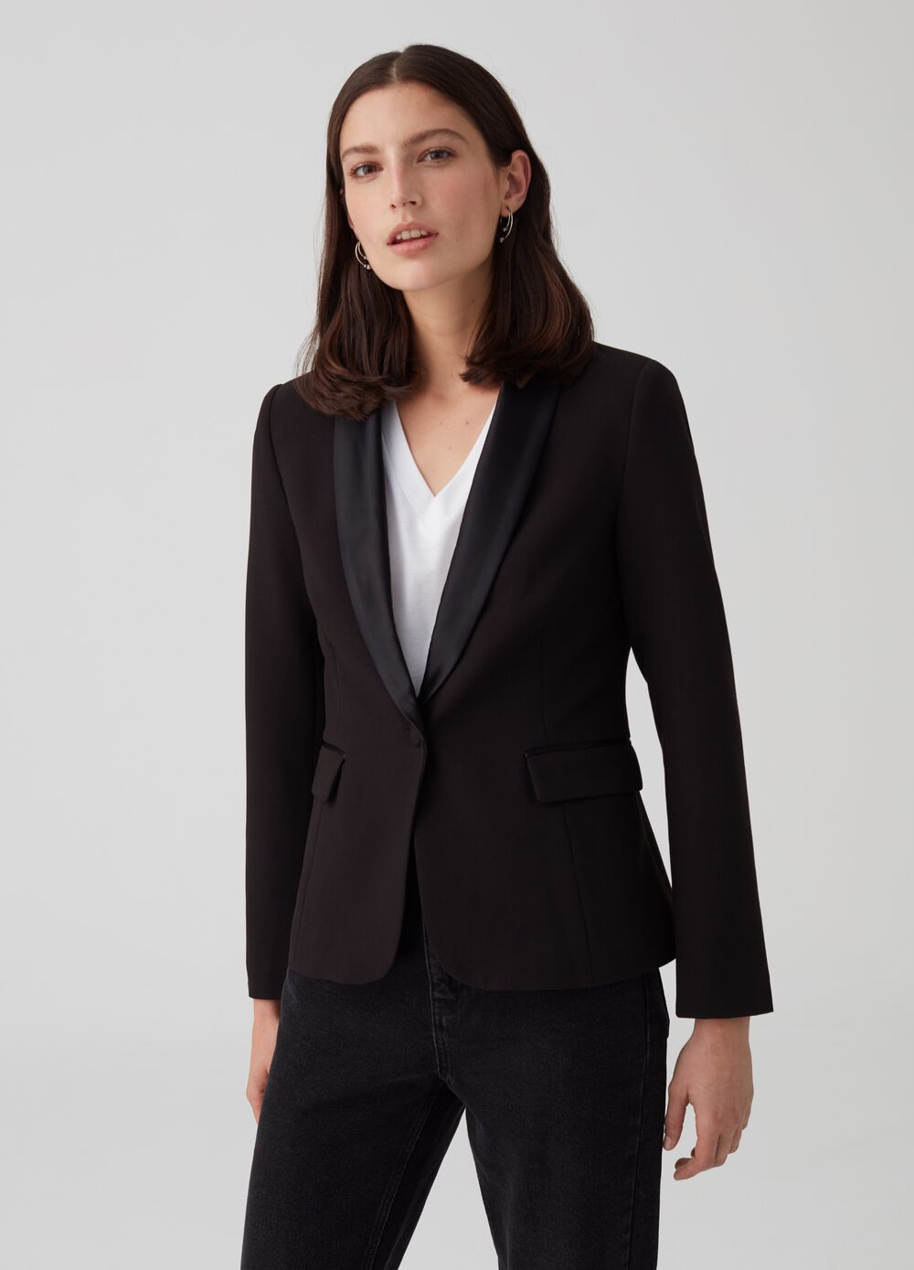 One-button jacket with pockets