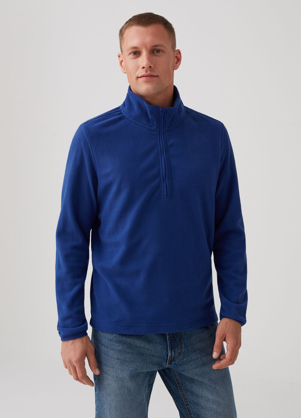 Sustainable fleece with V-neck opening and zip