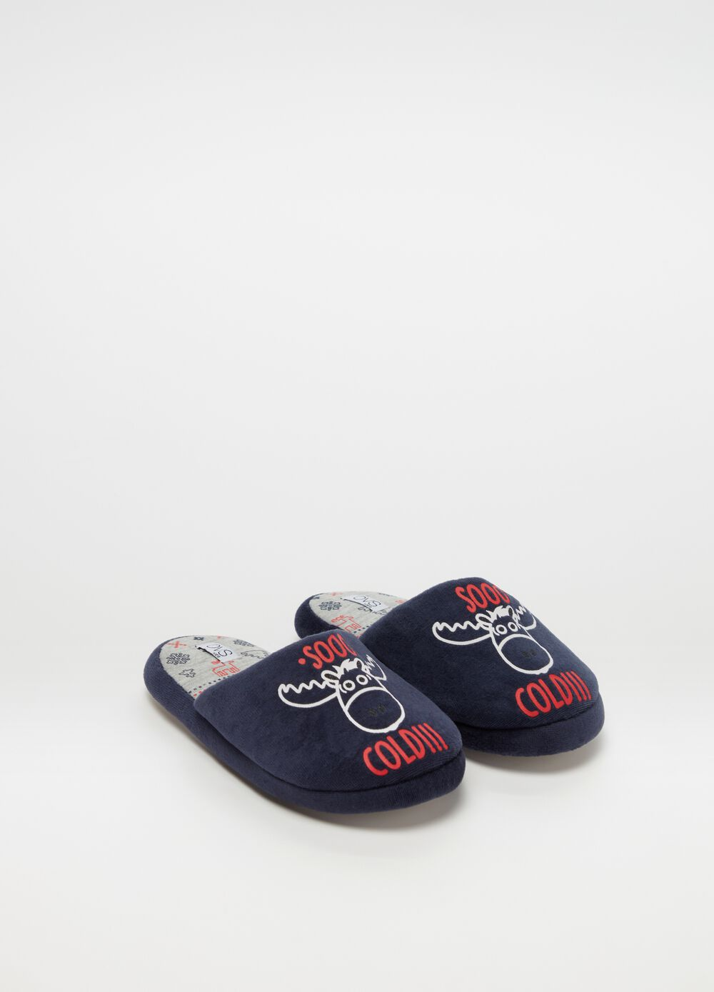 Slippers with lettering and reindeer print