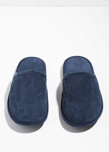 Slippers with upper and inner sole in knitted canvas.