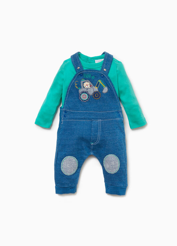 T-shirt and dungarees with digger outfit