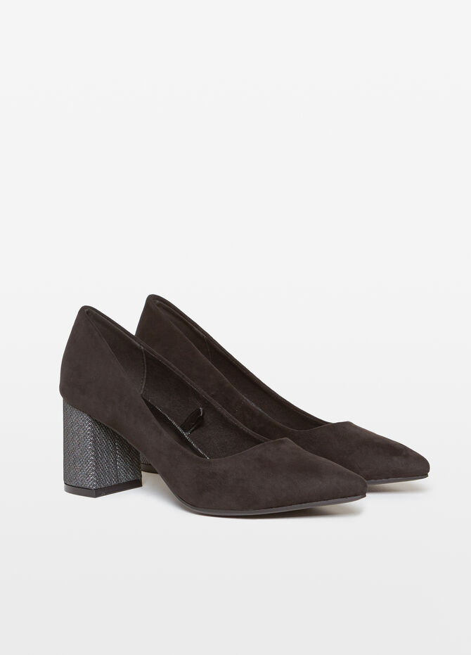 Solid colour pumps with wide heel.