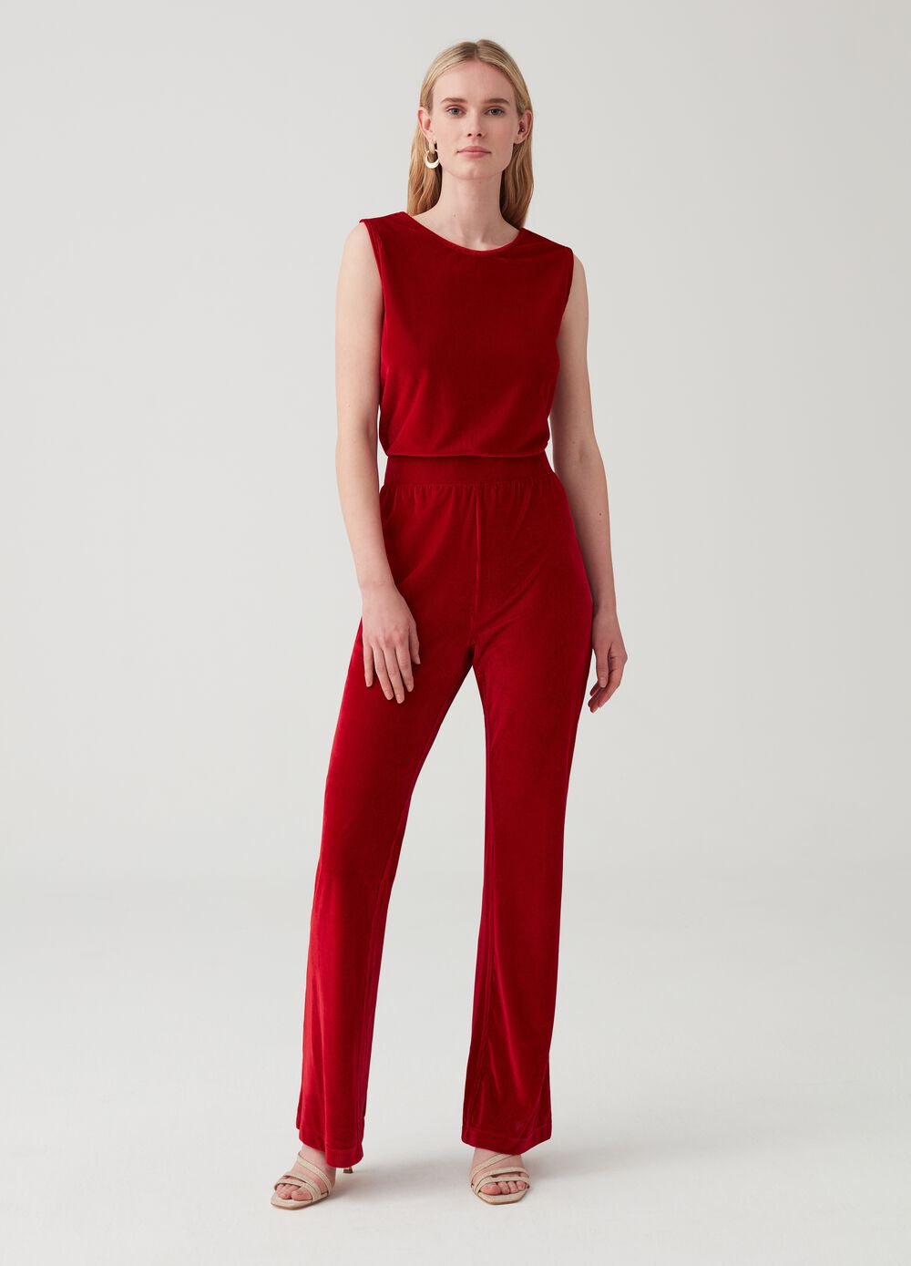 Sleeveless overalls in ribbed-effect velvet