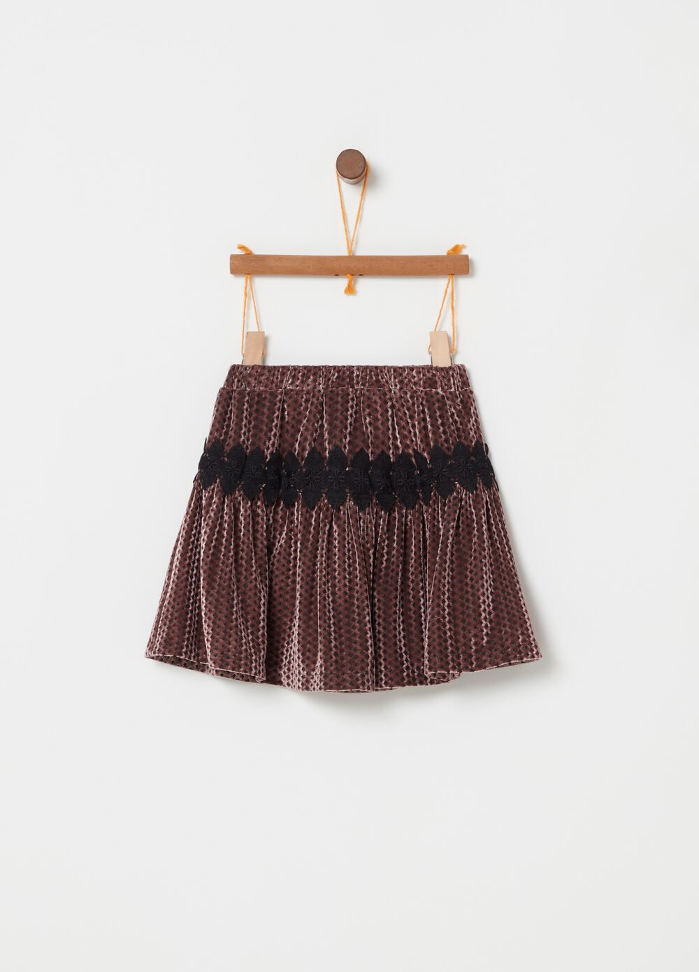 Short pleated velvet-effect skirt