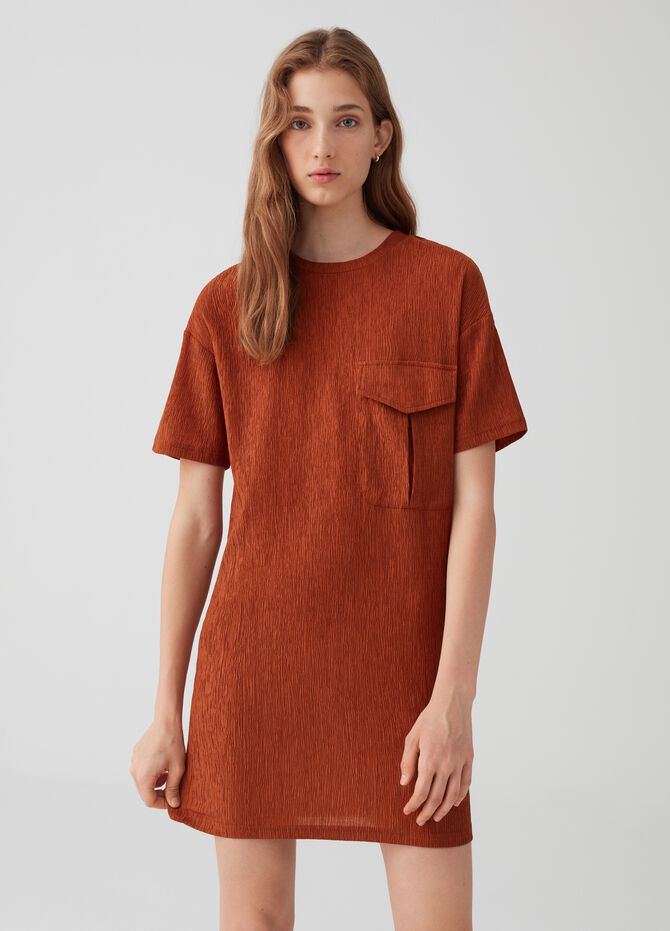 Short stretch dress with short sleeves and pocket